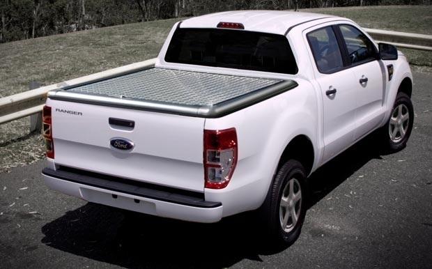 achetez couvre tonneau en aluminium pour ford ranger 2012 double cabine au meilleur prix chez. Black Bedroom Furniture Sets. Home Design Ideas