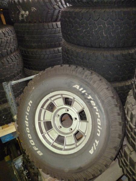 achetez 6 roues completes occasions pneus jantes pour toyota hdj hzj100 105 78 79 au. Black Bedroom Furniture Sets. Home Design Ideas